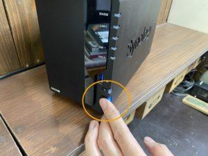 NAS電源ボタン